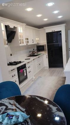 Spring& classic and country-inspired house with every detail. Galley Kitchen Design, Interior Design Living Room, Home Furniture, Furniture Design, Boutique Homes, New House Plans, Easy Home Decor, Kitchen Remodel, Kitchen Decor