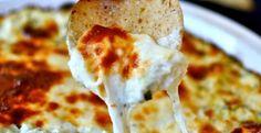 Une trempette toujours bien appréciée de mes convives  Ingrédients 1 tasse de cœurs d'artichauts grossièrement hachés 3 gousses d'ail haché 1 tasse d'épinard hachée 1/2 tasse d'oignon haché 1/2 tasse de crème sure 4 oz de fromage à la crème ram