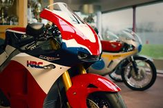 the-first-honda-rc213v-s-handed-over-to-its-new-owner_3.jpg (1618×1080)
