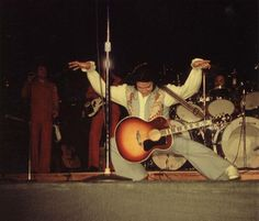 Elvis❤️ always had a special natural grace to dance !