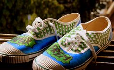 Hand painted shoes inspired from the cult movie Andaz Apna Apna.  #AndazApnaApna #HandPaintedShoes #BollywoodShoes #AmarPremShoes