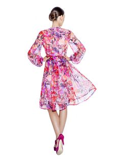Splashed with an eye-catching jungle print, this dress is made and cut from 100% silk chiffon. It features bell cuffed sleeves, a high mandarin collar and a bow belt round the waist offering a beautiful silhouette. Fabric imported from South Korea: 100% Silk Chiffon Lining imported from Germany: 57% Viscose 40% Polyimide 3% Elastane Washcare: Dry clean MADE IN EUROPE