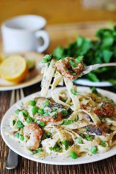 Fettucine Alfredo With Shrimp Recipe - http://easy-lunch-recipes.com/fettucine-alfredo-with-shrimp-recipe/