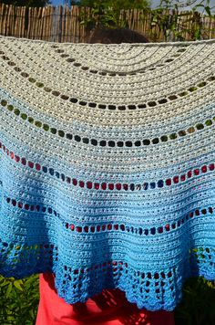 Ravelry: walking on clouds shawl by Annelies Baes (Vicarno)
