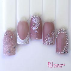 #Weddingday #wedding #nailart #nails #decorzioni #purewhite #bride #sposa #coverrosa #rose #cristalli #swarovski #glitter