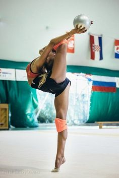 Best Weight Loss Tips in Just 14 Days If You want to loss your weight then make a look in myarticle. Rhythmic Gymnastics Training, Gymnastics Flexibility, Acrobatic Gymnastics, Sport Gymnastics, Artistic Gymnastics, Flexibility Workout, Flexibility Dance, Yoga Dance, Dance Poses