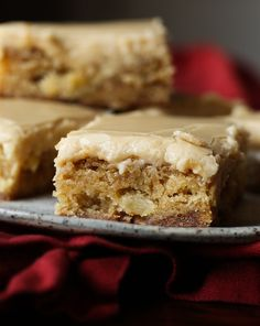 Apple Toffee Blondies are buttery blondoes with tart apple pieces and sweet toffee bits! It's topped with a brown sugar frosting! Best Blondies Recipe, Best Brownie Recipe, Brownie Recipes, Cookie Recipes, Baking Recipes, Healthy Apple Desserts, Fall Desserts, Apple Recipes, Just Desserts
