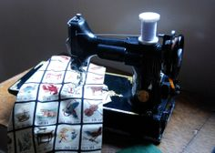 Fabulous Feature: Singer Featherweight from reader Jennifer allthingsbelle.blogspot.com | #studio #sewing #sewingmachine #singer