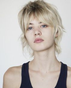 45 Inventive Short Haircuts that Solve All Fine Hair Issues - My New Hairstyles Short Bleached Hair, Bleached Hair Repair, Mullet Hairstyle, My Hairstyle, Haircuts For Fine Hair, Hairstyles For Round Faces, Oval Face Shapes, Eyebrow Shapes, Eye Shapes