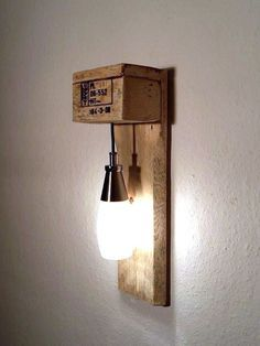 Möbel aus Paletten #Lampe #DaWanda #DIY
