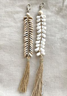 White Bohemian brings you this exclusive label, the Cabo Gypsy. Shop a range of stunning handmade boho clothing, jewelleries, decors and homewares here. Macrame Wall Hanging Patterns, Macrame Patterns, Wooden Jewelry, Wooden Beads, Diy Clothes Life Hacks, Deco Boheme, Silver Jewellery Indian, Beaded Garland, Boho Diy