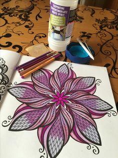 Begonnen met voor mij twee nieuwe technieken, blenden met geurloze terpentine en doezelen. Ben zo voor de eerste keer wel tevreden Vond het erg leuk om te doen. Tips zijn welkom!#kvv ##fabercastellpolychromos #stabilo88 #hetenigeechtexenosmandalakleurboek #terpentine #blenden #doezelen #derwent #kleureniszoveelleuker #purple