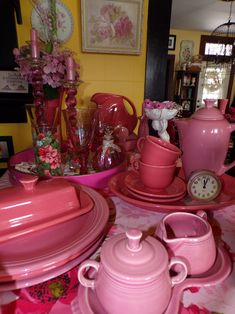 shades of pink - Fiesta ware that is Vintage Dinnerware, Vintage Kitchenware, Kitchen Dinning, Toy Kitchen, Fiesta Kitchen, Mexican Menu, Bauer Pottery, Apple Festival, Fiesta Colors