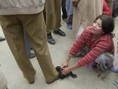 Think if your daughter ,sister or mother is in place of this girl! Stop it pleaseeeeeee stop this Cruelty of Indian government and army Kashmir India, Azad Kashmir, Oppression, 23 March Pakistan, Innocent Girl, Indian Government, Learn Quran, Military Life