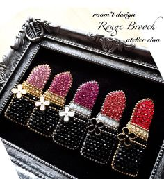Clay Jewelry, Jewelry Art, Beaded Jewelry, Jewelry Design, Bead Embroidery Jewelry, Beaded Embroidery, Seed Bead Art, Beading Needles, Brooches Handmade