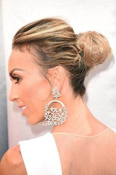 TV personality Giuliana Rancic wears statement Forevermark diamond earrings at the 88th Annual Academy Awards. (Photo by Jason Merritt/Getty Images)