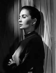 """""""Once you've gone beyond the vanity of the business, you'll take on the tough roles."""" - Jean Simmons"""