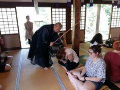 Inainte de antrenamentele de arte martiale in Tabara de laFukuoka, Japonia! Aceasta tabara internationala se adreseaza tinerilor interesati de invatarea limbii japoneze pentru orice nivel lingvistic si care doresc sa-si petreaca o vacanta in Tara Soarelui Rasare, descoperind limba, cultura si civilizatia locala.  Pentru detalii: 0736 913 866 office@mara-study.ro www.mara-study.ro