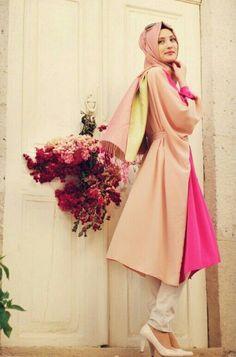 Tesettür modası Hijab Fashion, Muslim, Aurora Sleeping Beauty, Bell Sleeve Top, Disney Princess, Formal Dresses, Outfits, Clothes, Niqab