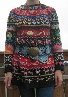 Old sweater, new belt by Sdao Sdao Seierstad. Fair Isle Knitting, Hand Knitting, Freeform Crochet, Knit Crochet, Newspaper Dress, Old Sweater, Poncho, How To Purl Knit, Crochet Fashion