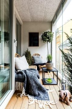 Apartment patio decor tiny balcony interiors New Ideas Simple Apartments, Sunroom Decorating, Small Apartments, Small Porches, House With Porch, Cozy Apartment, Apartment Balcony Decorating, Porch Decorating, Cool Apartments