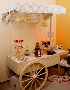 Der Candywagen im zartgrünen Design - für Ihre Hochzeit und Ihre Feier. Mit Schokoladenbrunnen. Auch als Candybar, Getränkebar, Sektbar, Sweettable, Cake bar, als Herrenbar, Brandybar, für Apéritiv, für Fingerfood oder besonderen Rahmen für Ihre Hochzeitstorte.