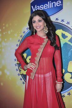 Shilpa Shetty with Bipasha Basu on The Sets of Nach Baliey - 5.