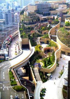 Namba Park - é um escritório e complexo comercial localizado em Namba -naka Nichome, Naniwa-ku , Osaka , Japão , a sul da estação de Namba em Nankai Railway . Trata-se de um edifício alto cargo chamado Parks Torre e um shopping center  com jardim no terraço.