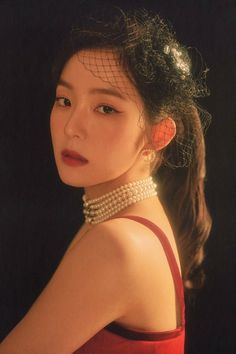 "Red Velvet recently released their concert good photos, and people are freaking over how good Irene looks with the ""La Rogue"" concept. Seulgi, New Years Eve Makeup, Red Pictures, Red Velvet Irene, Emma Stone, Amber Heard, David Beckham, Blake Lively, Britney Spears"