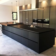 Luxury Kitchen Improve your culinary experience in a beautiful modern kitchen! Take a look at the board and let you inspiring! See more clicking on the image. Luxury Kitchen Design, Interior Design Kitchen, Luxury Kitchens, Kitchen Flooring, House Interior, Beautiful Kitchens, Home, Best Kitchen Designs, Contemporary Kitchen