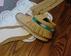 Moccasin Pattern-Size 5 6 7 8 9 10 and sent by Laindias Beaded Moccasins, Moccasins Mens, Diy Leather Moccasins, Moccasins Pattern, Leather Craft, Brown Leather, Size 10 Women, Shoe Pattern, Sewing Tutorials