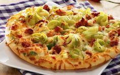 Nem og hurtig pizza til 2 - fuld af smag fra bacon, bagt ost, porrer og chili.