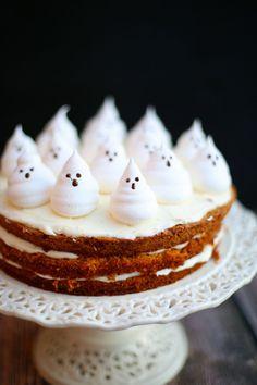 あなたの結婚式がもしテーマウエディングなら、ぜひテーマに合うモチーフを選んでこんな風に飾り付けてみては?  子どもっぽくなりがちなモチーフデコレーションも、ネイキッドケーキなら大丈夫。シンプルですっきりとしたケーキだから、どんなモチーフとも好相性♪