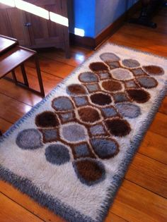 One end of the rug is lightly dirty, just on the edge. Rya Rug, Wool Rug, Textile Patterns, Textiles, Time Design, Swedish Design, Floor Rugs, Soft Furnishings, Weaving