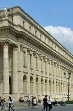 Discovering Bordeaux by foot in a most innovative way