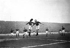 Liverpool's Bob Paisley (third l) looks on as teammate Phil Taylor (c, l) beats…