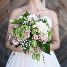 Wedding Pins, Floral Wreath, Wreaths, Wedding Dresses, Instagram, Fashion, Bride Dresses, Moda, Floral Crown