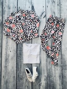 Roupas infantil online Shorts E Blusas, Neoprene, Chiffon, White Shorts, Ideias Fashion, Women, Shirred Dress, Jumpsuit With Sleeves, Checkered Skirt