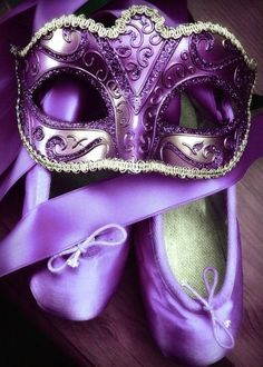 So who wants to host a masquerade ball? Love the purple ballet slippers too! Too bad my ballet is terrible.
