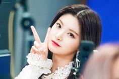 South Korean Girls, Korean Girl Groups, Somebody To You, Mixed Girls, Yuehua Entertainment, K Idols, Girl Pictures, Kpop Girls, Cute Girls