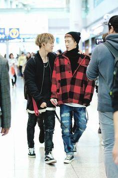 I bet bobby said a stupid joke and hanbin is wondering why he's his best friend Kim Hanbin Ikon, Chanwoo Ikon, Ikon Kpop, K Pop, Bobby, Kim Ji Won, Double B, Fandom, Airport Style