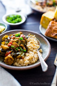 Fall comfort in one easy pot: Harissa Stewed Black-Eyed Peas with Okra and Collard Greens (not just for new years! Autumn Recipes Vegetarian, Vegetarian Recipes Dinner, Easy Healthy Recipes, Vegan Meals, Dinner Recipes, Okra Recipes, Veggie Recipes, Soup Recipes, Collard Greens