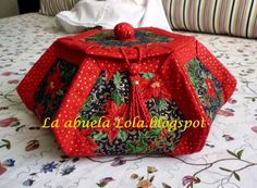 Bonbonier - tutorial (use translator! Fabric Crafts, Sewing Crafts, Origami Quilt, Fabric Covered Boxes, Fabric Bowls, Craft Show Ideas, Hexagon Quilt, Pillow Box, Christmas Sewing