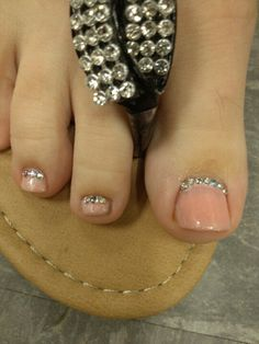 I am not a big fan of toenail designs, but this is actually pretty nice. Pretty Toes, Pretty Nails, Love Nails, How To Do Nails, Manicure Y Pedicure, Pedicure Ideas, Wedding Nails Design, Feet Nails, Toe Nail Designs
