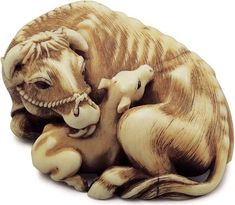 Rantei  Kyoto, mid-19th century  ivory cow and calf  length 4.5 cm.