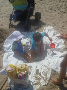 Make your own baby pool at the beach with a shower curtain and a shovel. Genius!