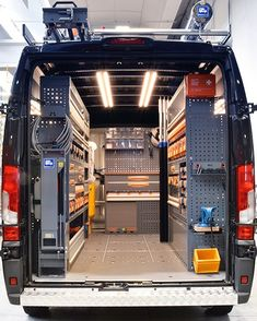 Lofficina mobile aiuta le aziende a raggiungere i propri clienti per prestare assistenza! Ma come può essere allestita? Van Storage, Truck Storage, Tool Storage, Trailer Storage, Storage Ideas, Work Trailer, Utility Trailer, Garage Tools, Garage Workshop
