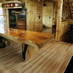 Art Rustic Furniture home. I love the table Wooden Dining Tables, Rustic Table, Wood Table, Slab Table, Log Furniture, Furniture Design, Log Homes, Wood Design, Decoration
