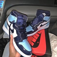 In my humble opinion Jordan are thw absolute best Jordan shoes! These white, royal and baby blue are absolutely bomb & I need! Jordan Shoes Girls, Girls Shoes, Jordan Outfits, Zapatillas Nike Jordan, Sneakers Fashion, Shoes Sneakers, Jordan Sneakers, Fashion Shoes, My Bebe