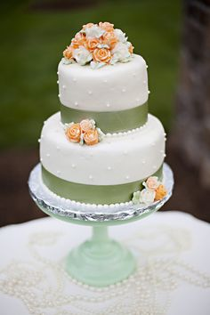 peach and mint green wedding cake.  I love the design of this cake!